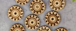 Пуговицы из фанеры. 10 разных фото для вдохновения